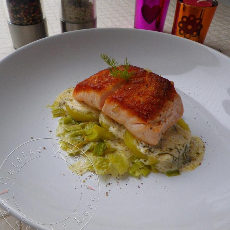 Pav de saumon l 39 unilat rale sur son lit de poireaux et pommes de terre sauce l 39 aneth - Poisson sur lit de poireaux ...