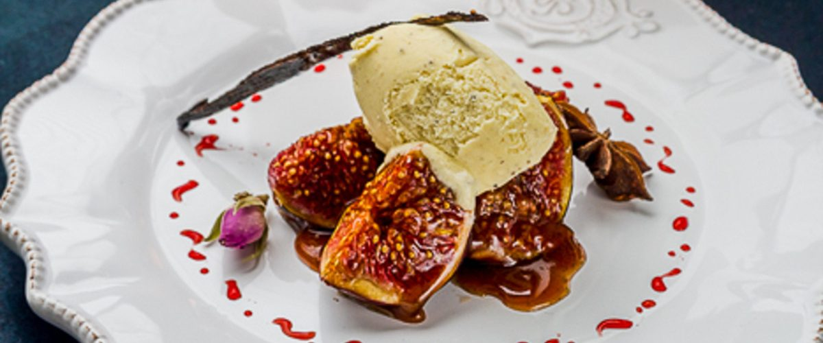 Figues rôties et glace à la fève tonka