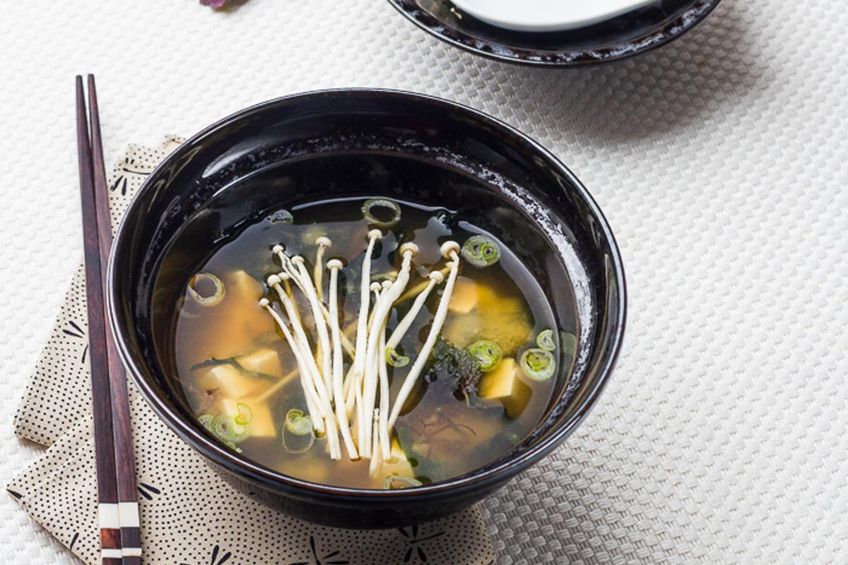 soupe miso aux champignons enoki recette japonaise. Black Bedroom Furniture Sets. Home Design Ideas