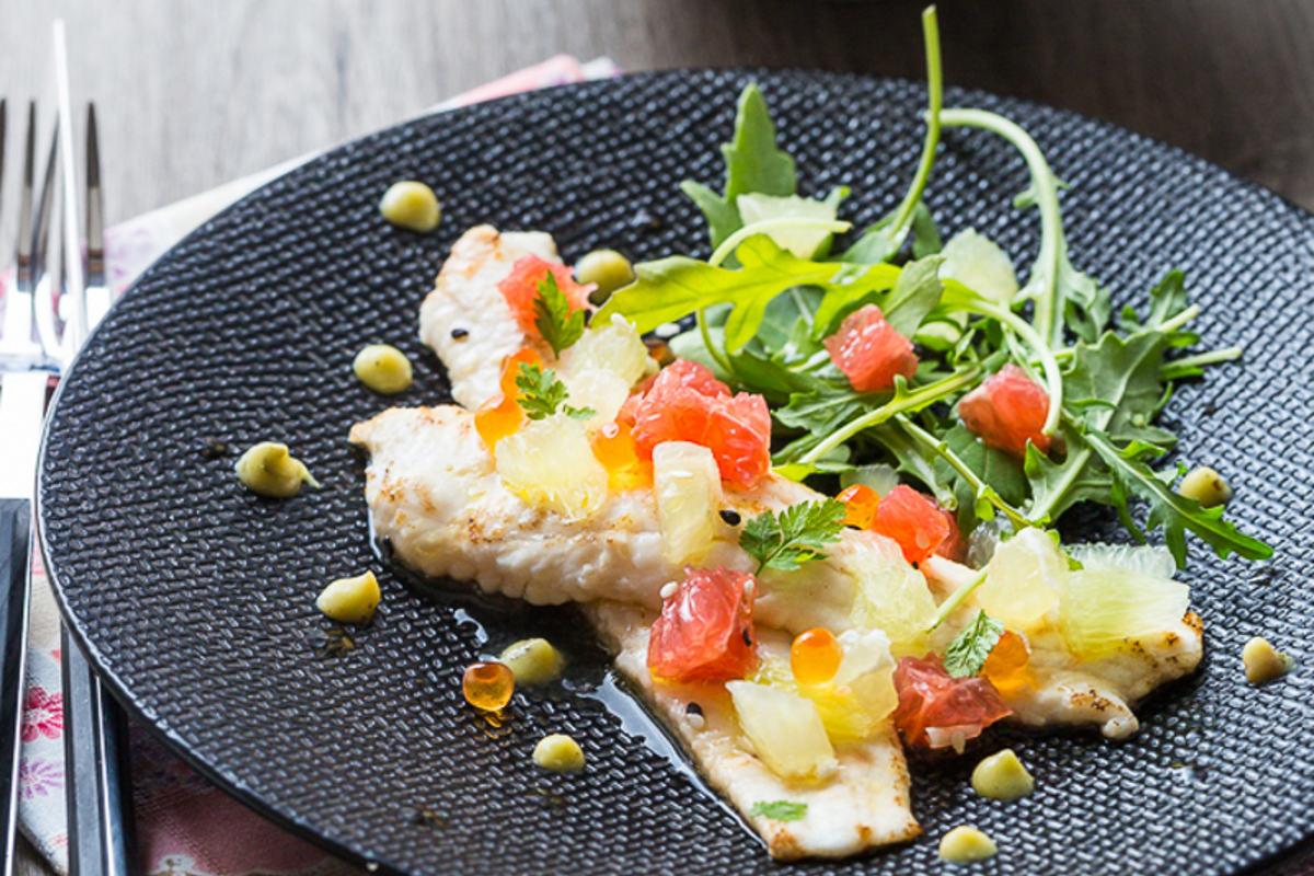 Filet de St Pierre snacké aux Agrumes,</br>Vinaigrette au Yuzu &#038; Tempura de</br>Légumes