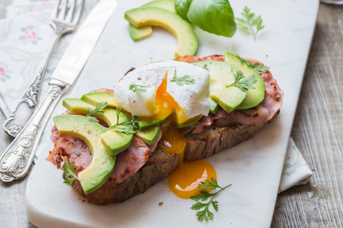 Avocado & Bacon toast, Œuf poché