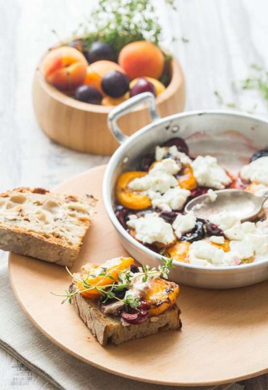 Abricots et cerises rôtis au thym