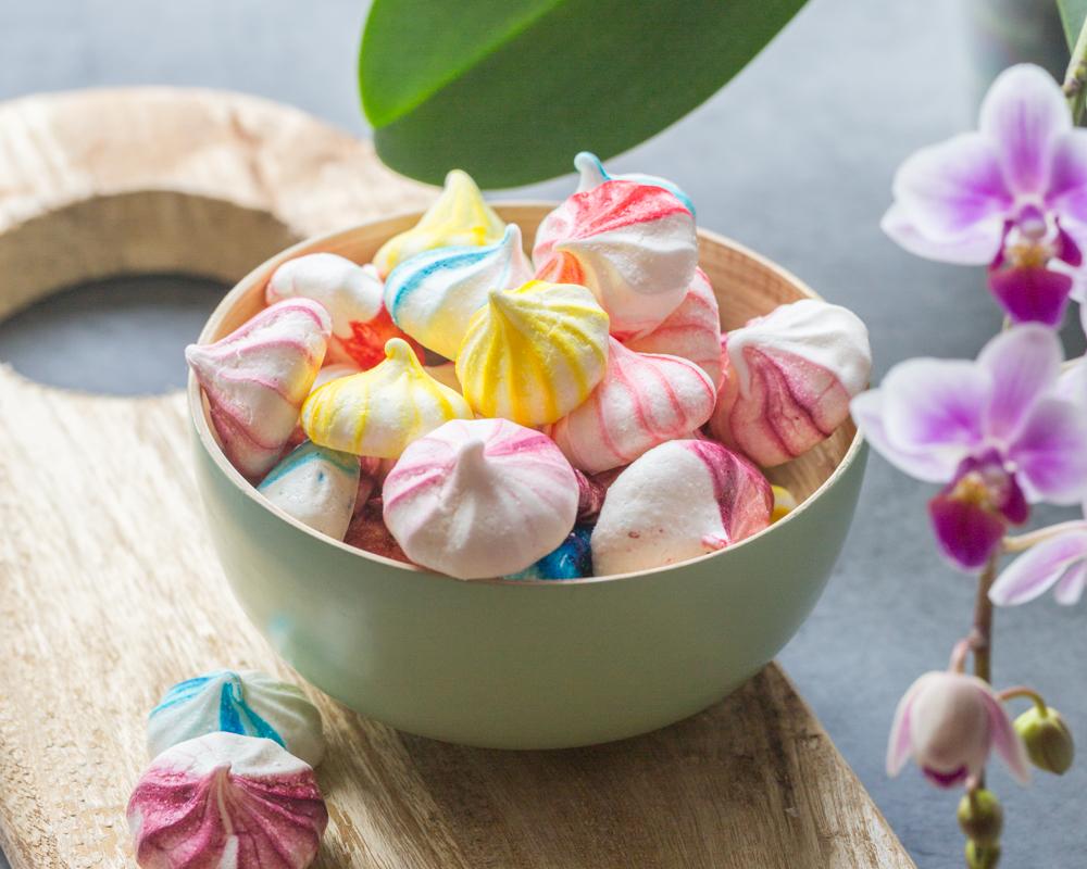 colorful little meringues - cuisine addict