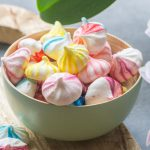 Mini meringues colorées