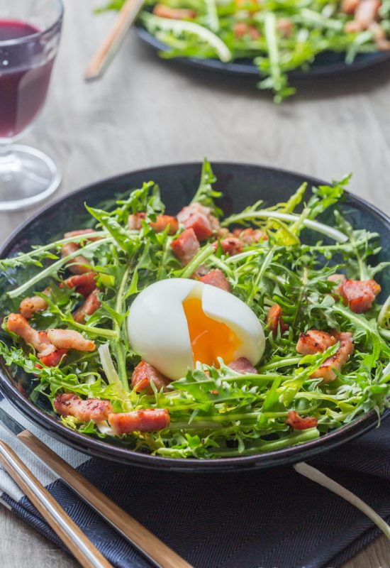 Salade de pissenlit et oeuf poché