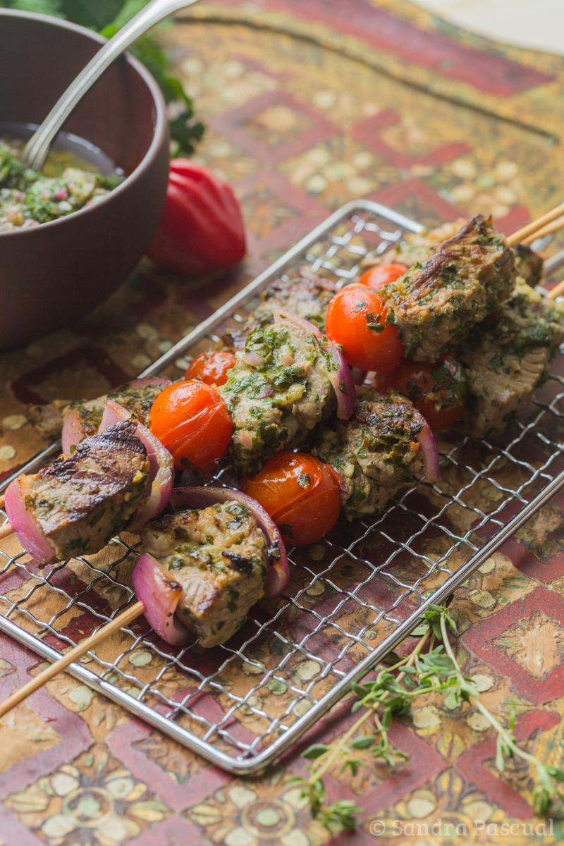 Brochettes d'agneau sauce chimichurri