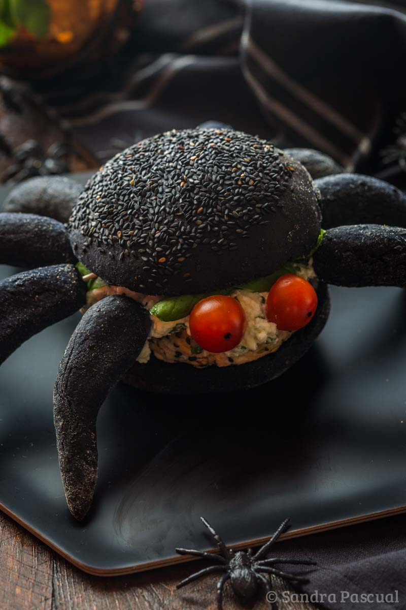 Black spider Burger with salmon - Cuisine Addict