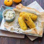 Epis de maïs grillés au beurre d'herbes