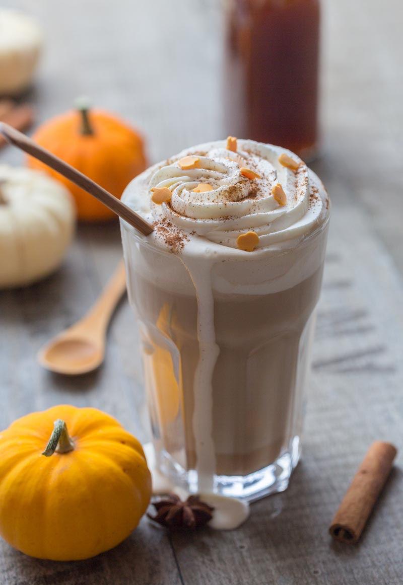 Le café au lait à la courge et aux épices comme au Starbucks