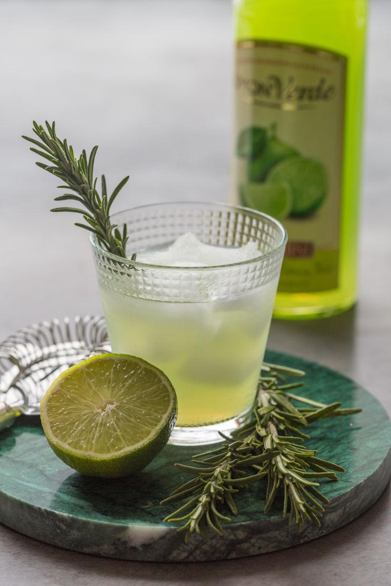 sorrenitini-cocktail-romarin