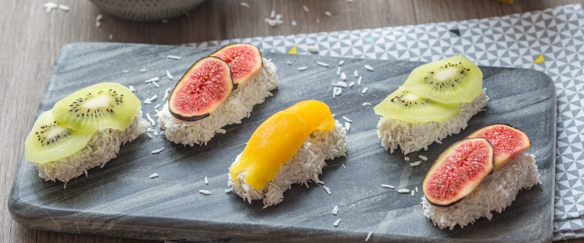Sushis sucrés au tapioca, lait de coco et fruits