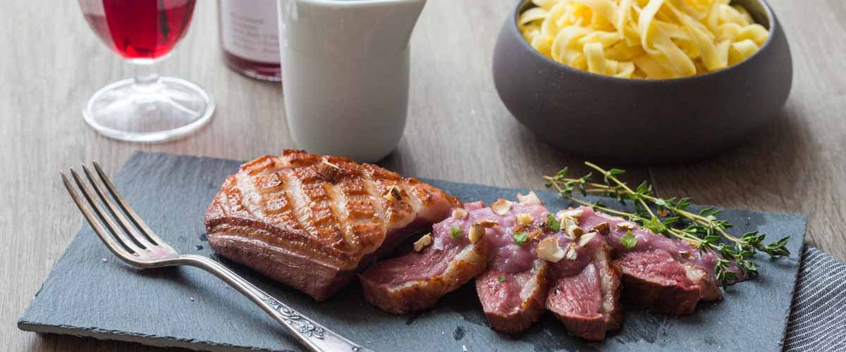 Magret d'oie sauce au pinot noir et échalotes