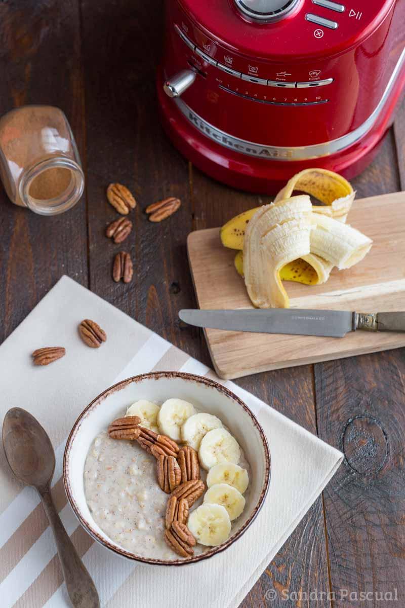 Porridge banane et noix de pécan