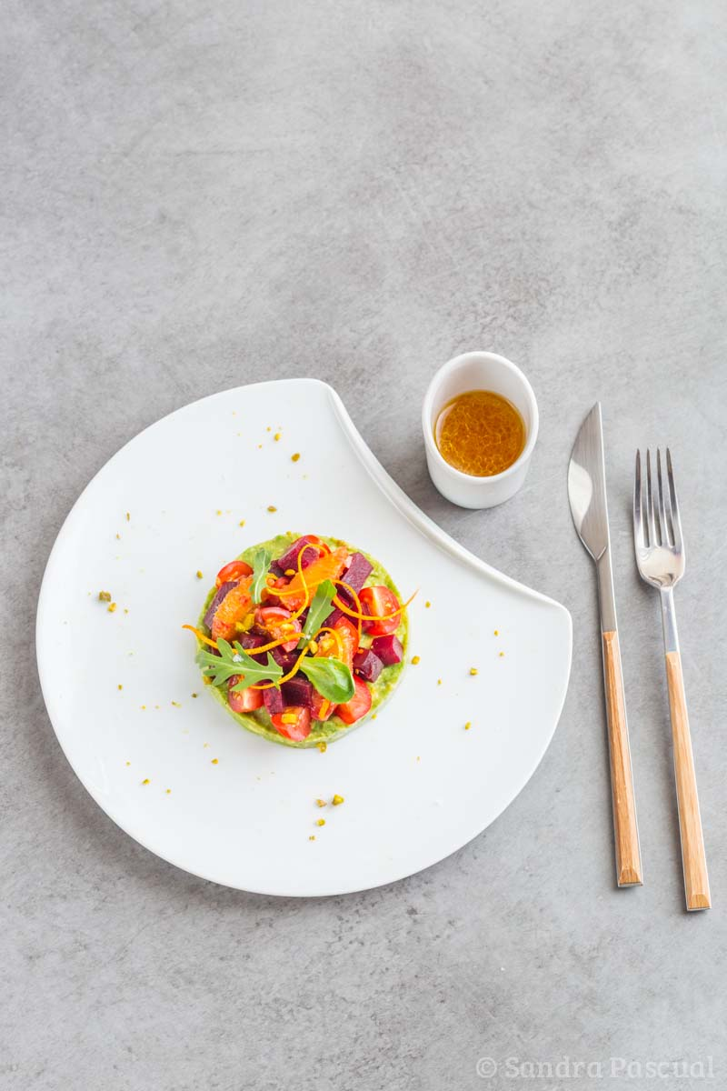 Salade de betterave, avocat et tomate cerise à l'orange