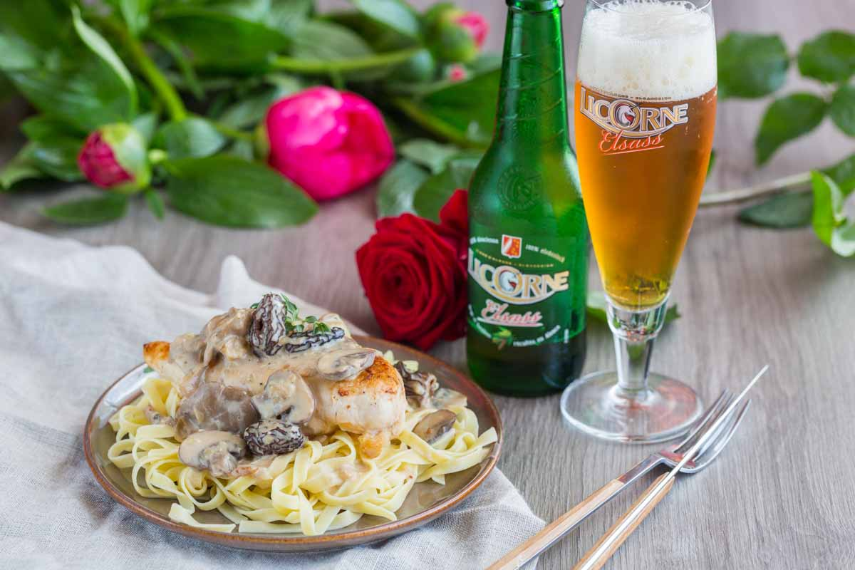 Chicken in creamy beer and mushrooms</br>sauce