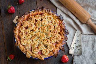 Recette de tourte aux fraises et rhubarbe
