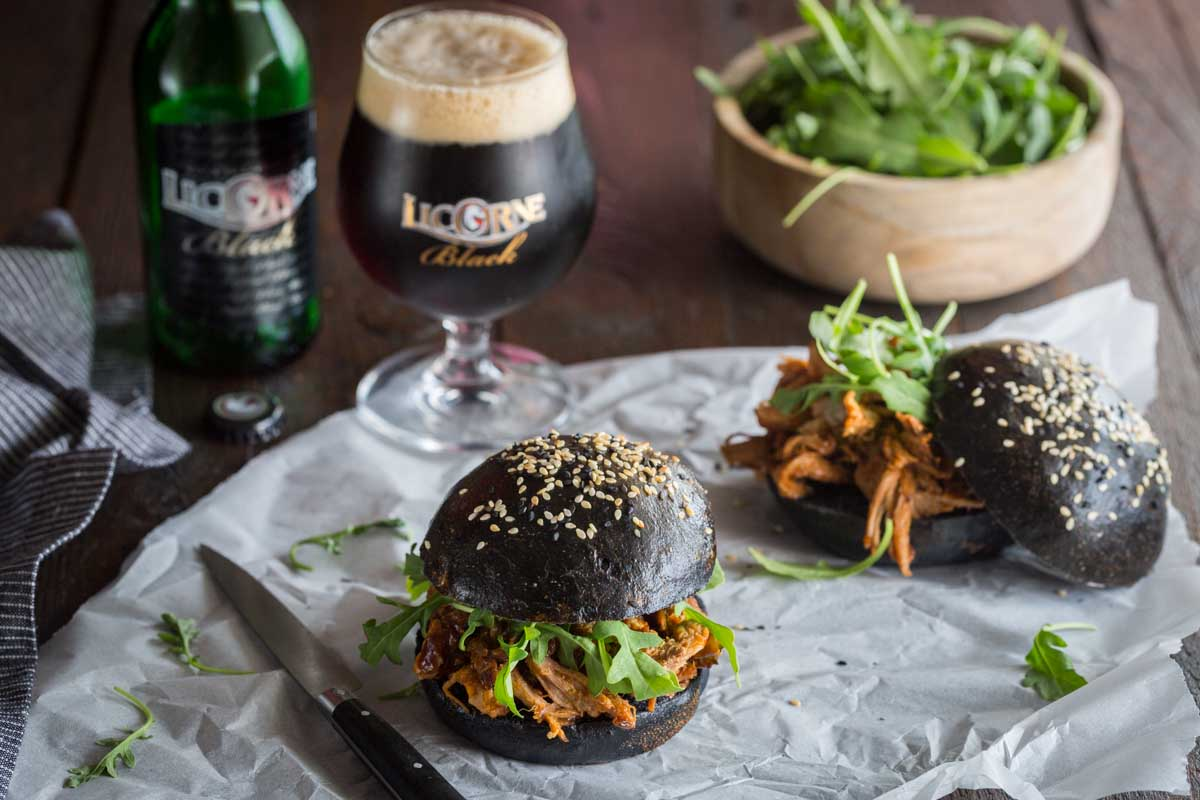 Black Burger au Pulled Pork à la Licorne Black