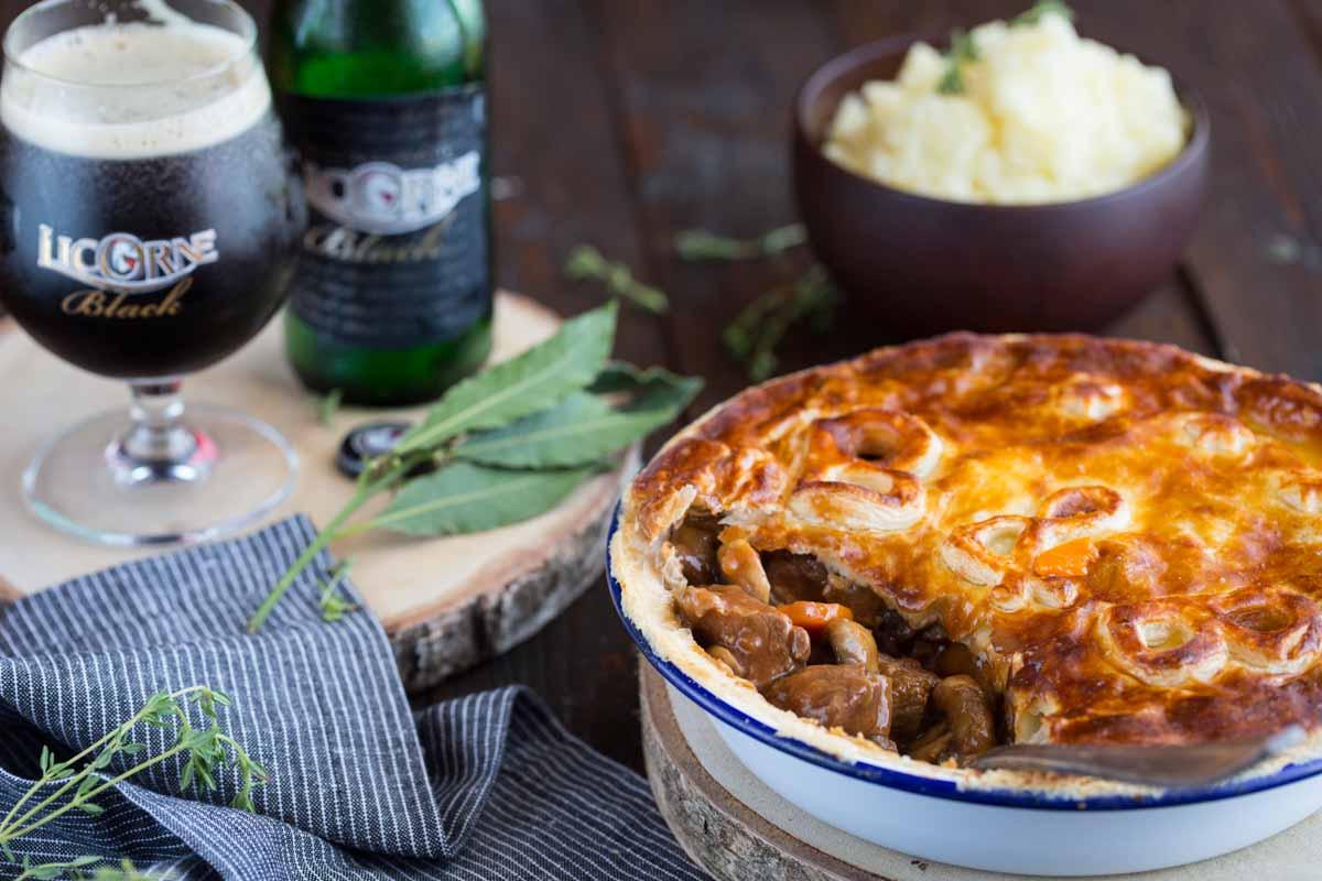 Tourte au bœuf, champignons et à la Licorne Black </br>{Beef &#038; Black Pie}