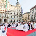 Die Lange Tafel, la longue Table – Evénement culinaire à Graz