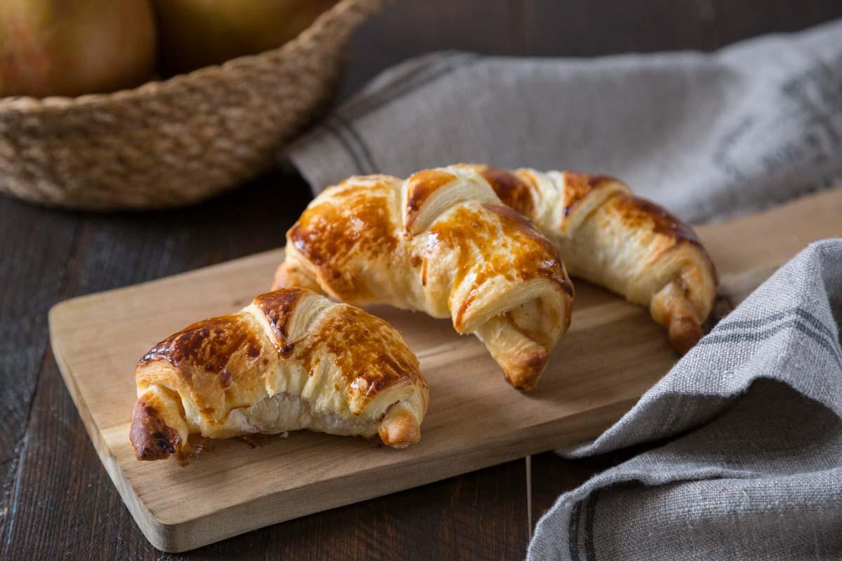 mini croissants feuillet s aux pommes recette facile pour le go ter. Black Bedroom Furniture Sets. Home Design Ideas