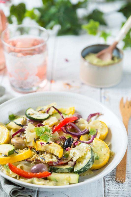 Salade de pâtes sauce à l'avocat et pesto