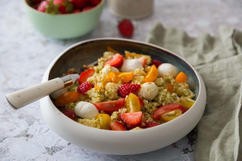 Recette de salade au boulgour, tomates, fraises et mozzarella