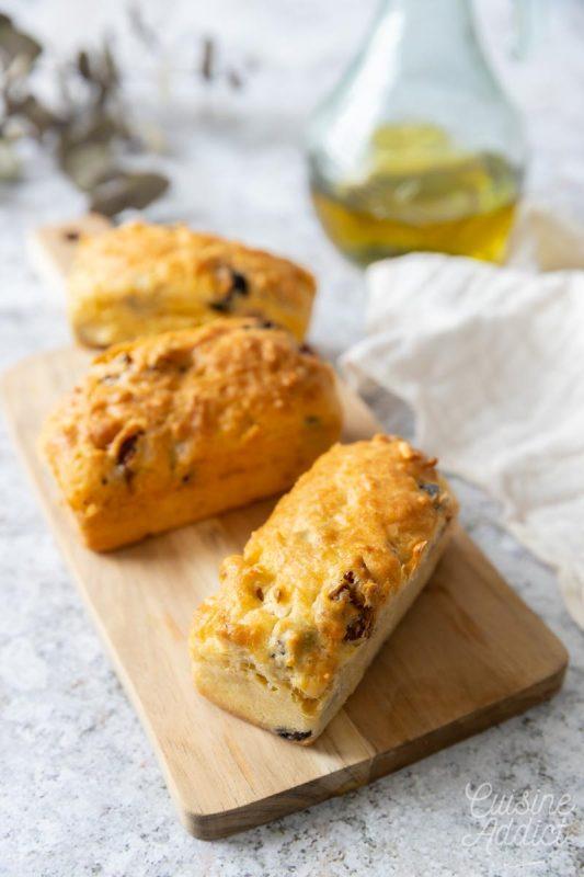 Cake aux olives, tomates séchées et parmesan