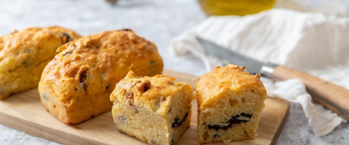Recette de cake aux olives et tomates séchées