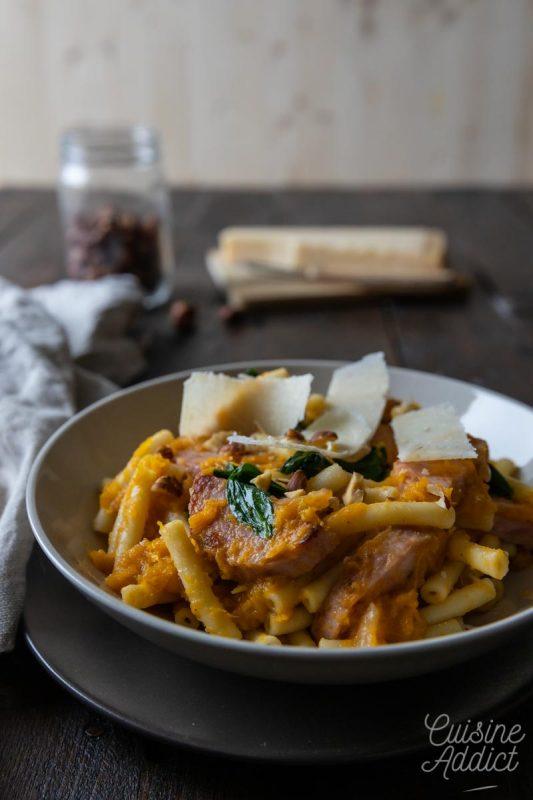 Macaronis au potimarron et saucisson à l'ail