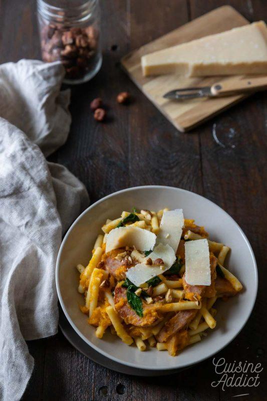 Macaronis au potimarron, parmesan et saucisson à l'ail