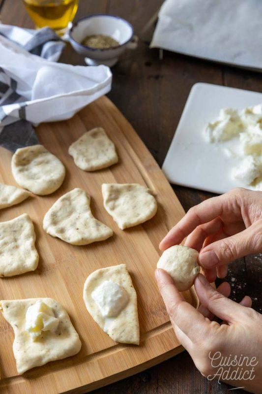 Préparation des boules fourrées de mozzarella