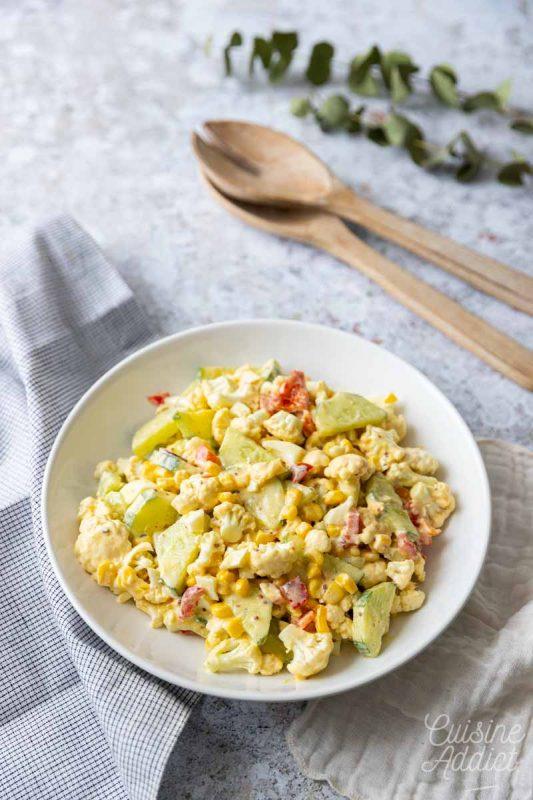 Salade au chou-fleur, maïs et concombre