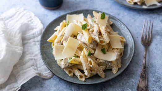 Recette de salade de pâtes au parmesan