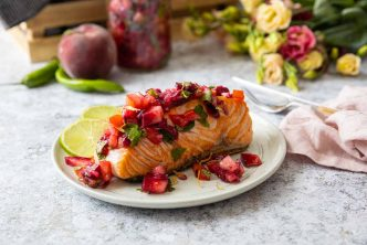Recette de saumon grillé à la salsa à la pêche