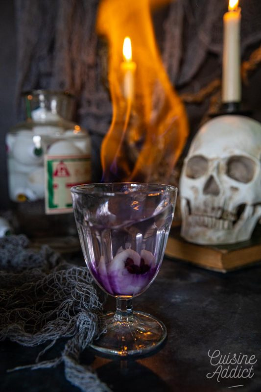 Cocktail Oeil flambé pour Halloween