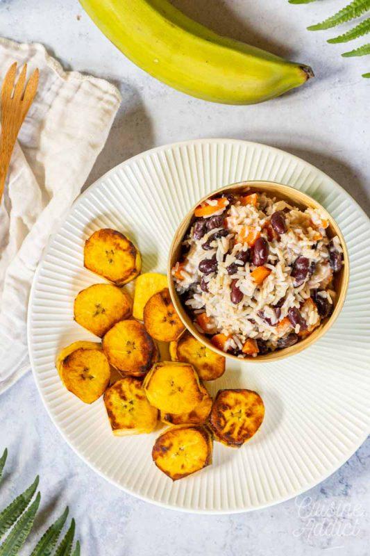 Riz aux haricots et lait de coco, plantain grillée