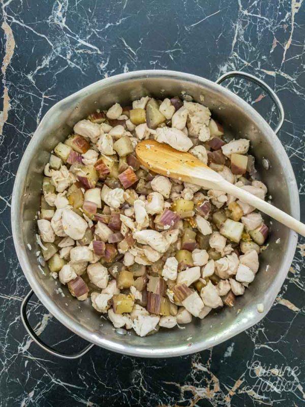 Préparation de la garniture du poulet et aubergines