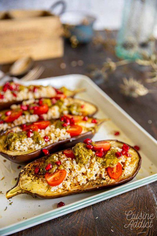 Aubergines rôties au boulgour, tomates cerise, grenade et pesto